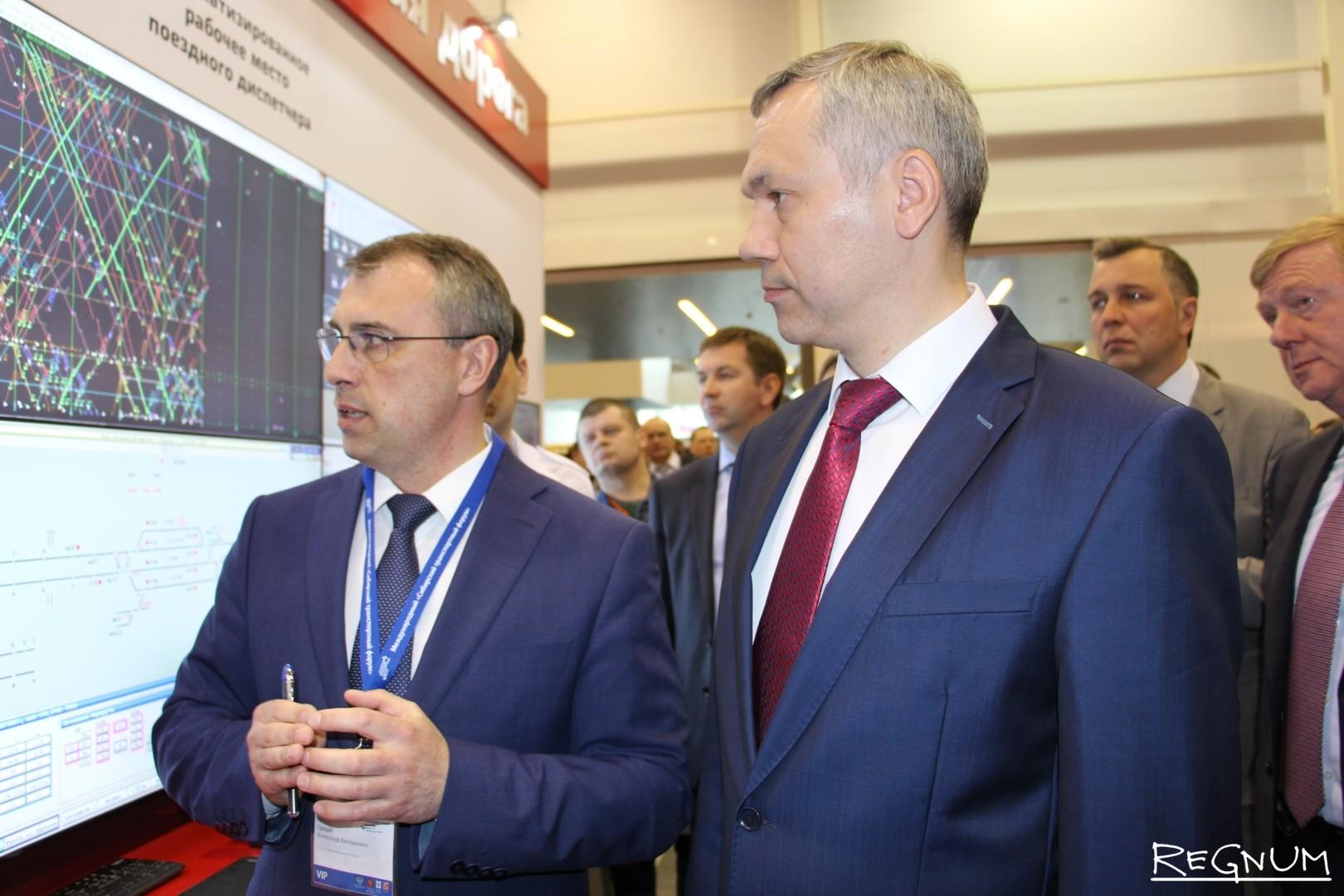 Андрей Травников с обходом на выставке