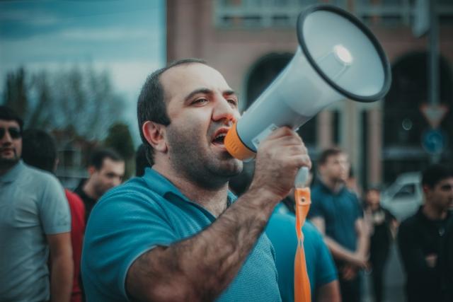 Мэр Еревана в отставку не собирается, связывая протесты с новыми властями