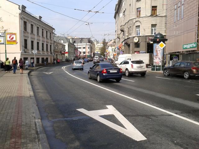 Дептранс: каршергингу и мотоциклистам не место на выделенных полосах
