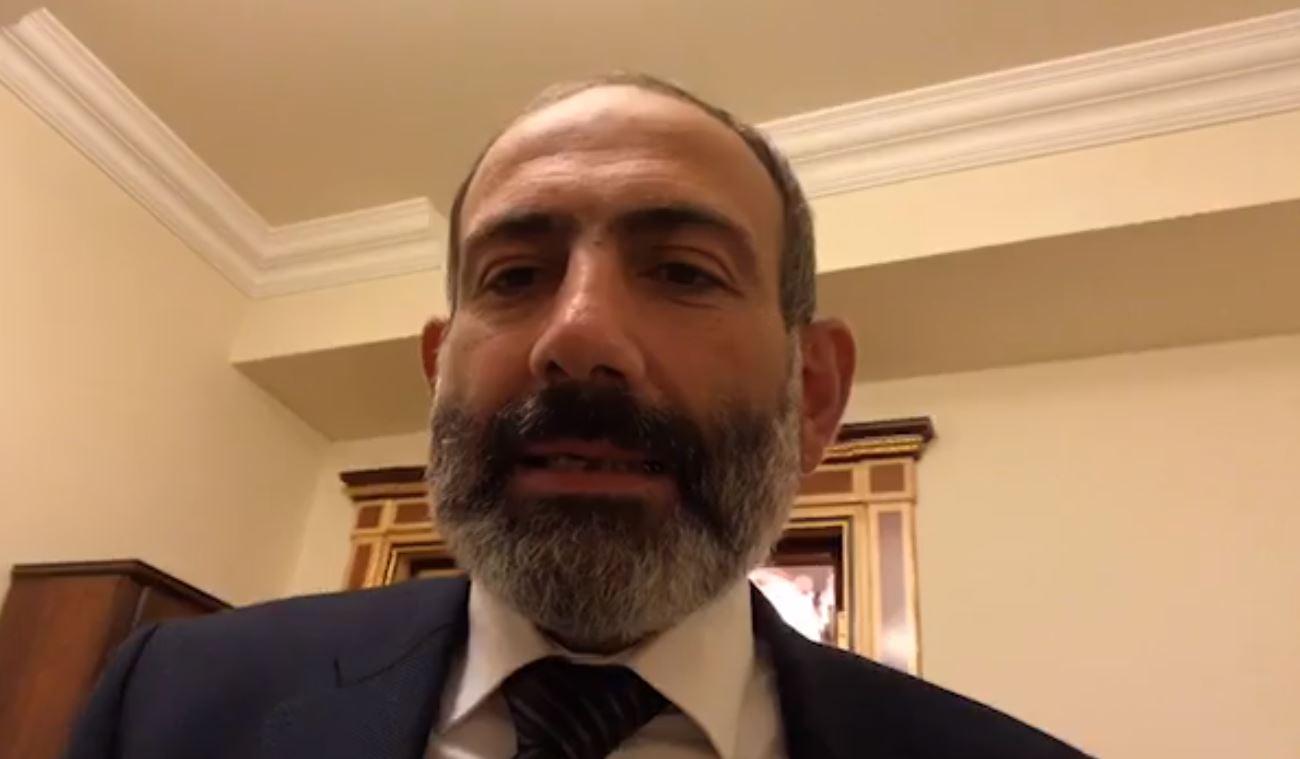 Никол Пашинян во время прямого эфира