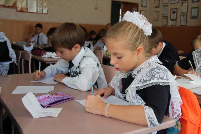 Ученики за партами. ДНР