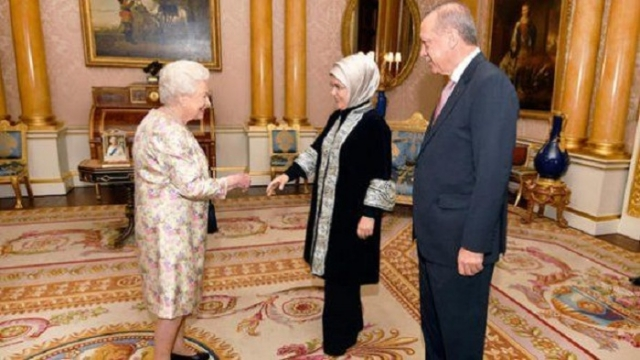 И зачем королеве президент Турции?