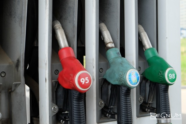 «К декабрю 50 рублей за литр будет»: в Югре резко выросли цены на бензин