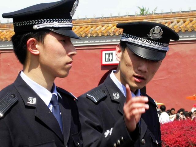 Полиция Китая возвратила из Вьетнама более 150 своих телефонных мошенников