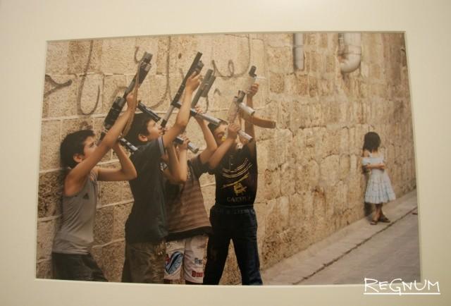 Выставка Красного Креста «Детство. Жизнь вопреки» в Музейно-выставочном центре «РОСФОТО»