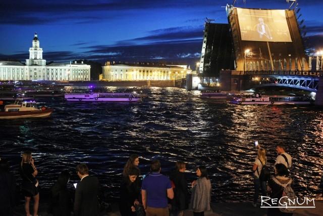 Петербургский Дворцовый мост покорился канатоходцу