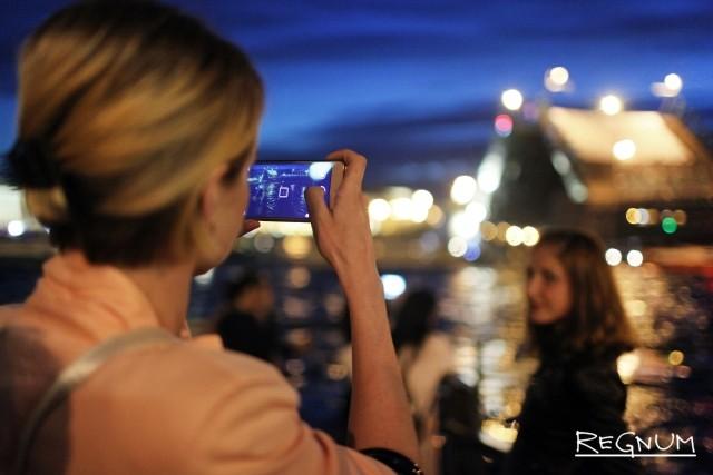 Фотографирование разведенного Дворцового моста