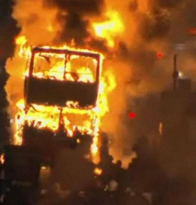 В Греции от удара молнии сгорел пассажирский автобус