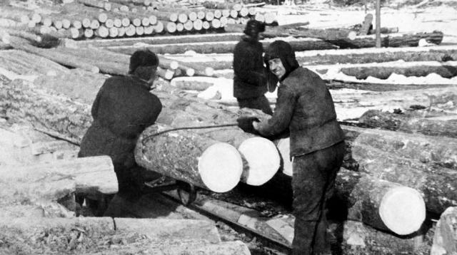 Заключенные за работой. 1950-е