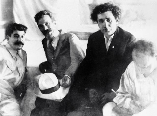Иосиф Сталин, Алексей Рыков, Григорий Зиновьев, Николай Бухарин (слева направо)
