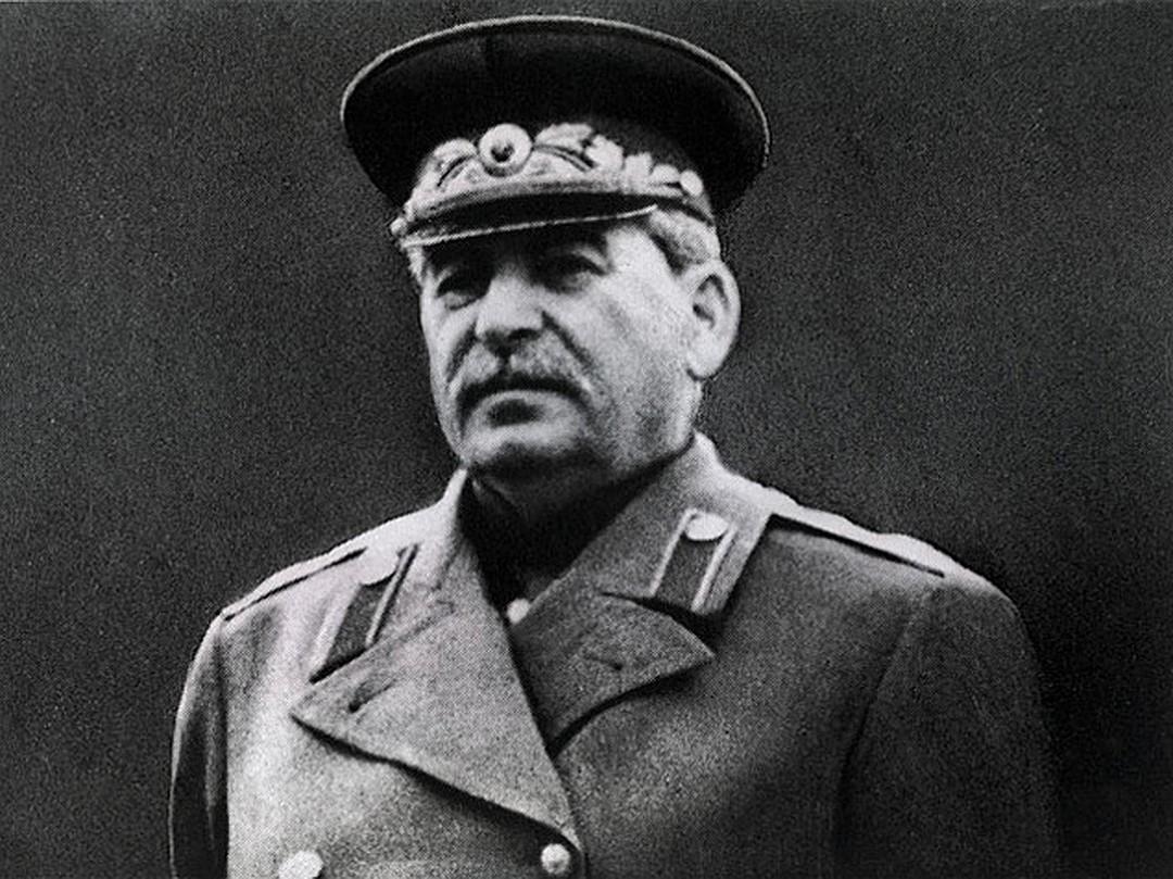 Иосиф Сталин в мундире