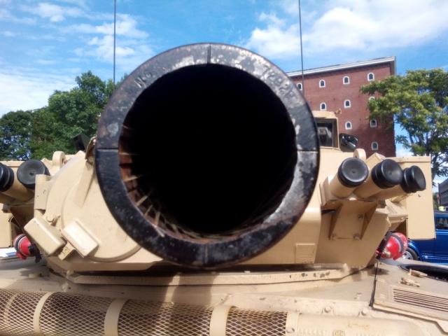 Басурин: ВСУ разместили танки в жилых кварталах Дзержинска