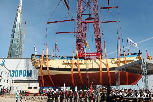 Спуск на воду реплики корабля «Полтава» времен Петра I