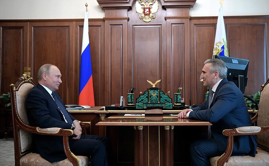 Рабочая встреча Владимира Путина с Александром Моором