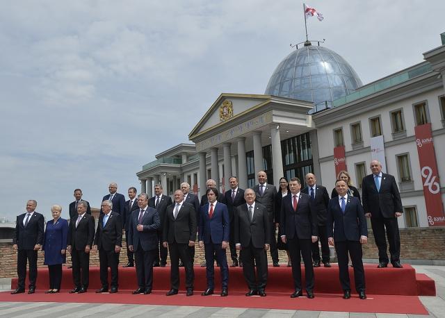 Президент Армении Саркисян присутствовал на праздновании 100-летия Первой Демократической Республики Грузия
