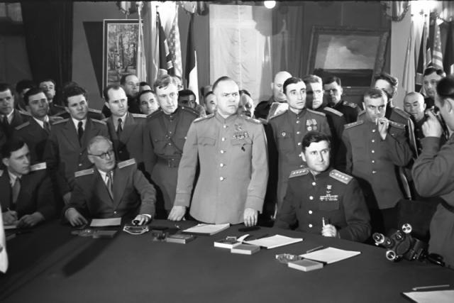 «Мы обречены на развитие вспять»: немцы не признали декларацию о поражении