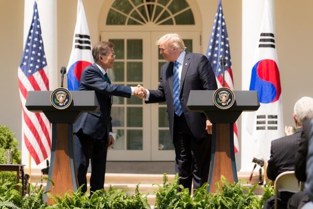 Дональд Трамп принимает президента Южной Кореи