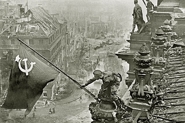 Знамя Победы над Рейхстагом. 1945