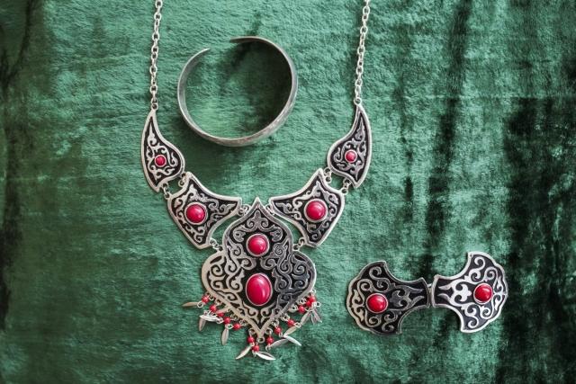 Национальные женские украшения ручной работы. Аул Каскат, Омская область
