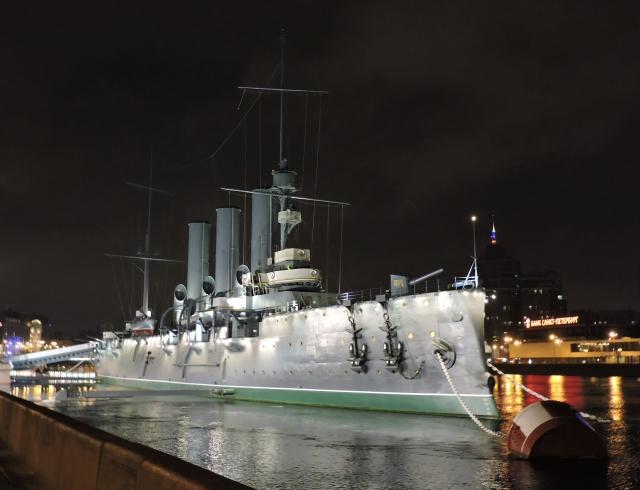 Ночной вид крейсера Аврора