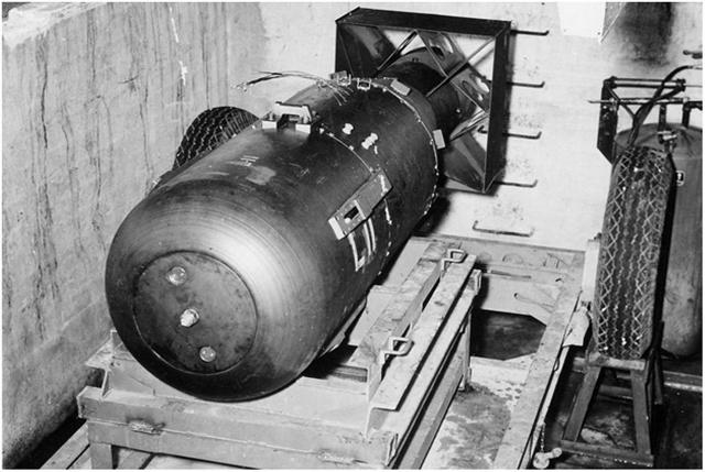 Американская атомная бомба «Малыш», сброшенная на Хиросиму 6 августа 1945 года