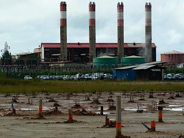 АЭС EDF недалеко от Деград-Де-Канн (Франция)