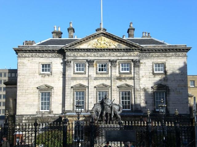 Правительство Великобритании продает долю в Royal Bank of Scotland
