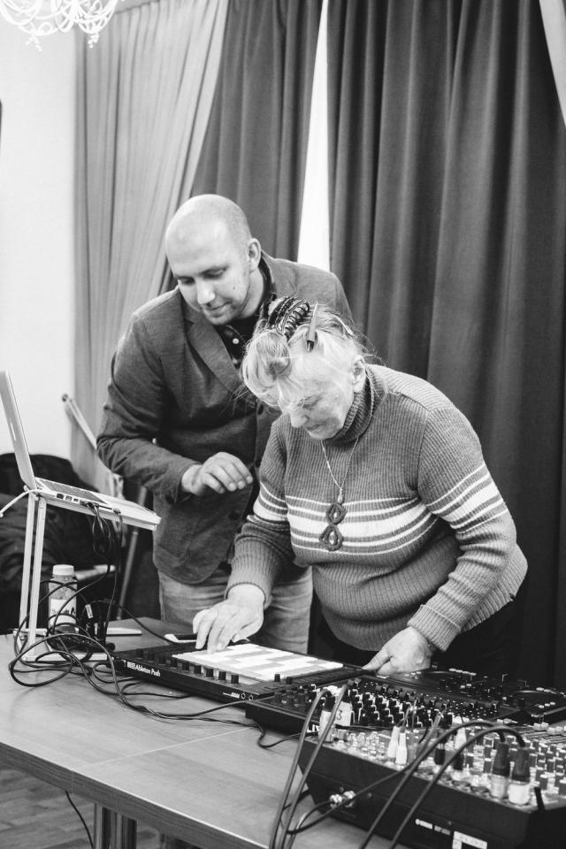 Авторы проекта «Мост» посетили павловский Дом ветеранов войны и труда №1