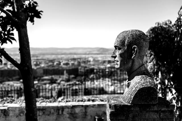 Бюст Мануэля де Фалья в Гранаде, Испания