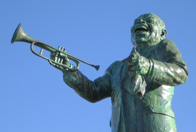 Статуя Луиса Армстронга в Новом Орлеане, США