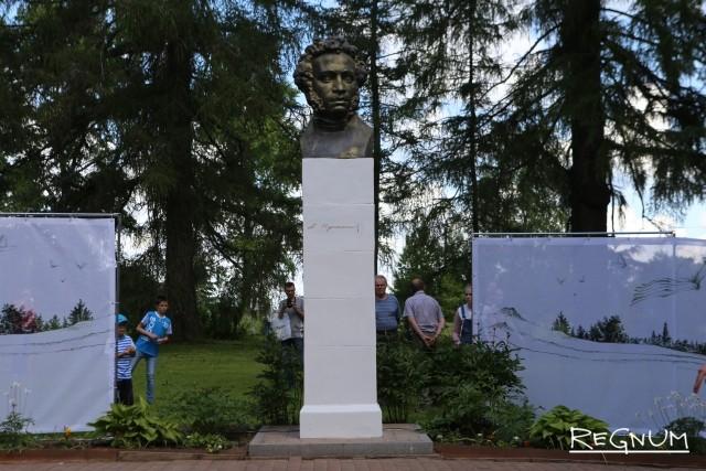 Бюст А.С. Пушкина в Берново