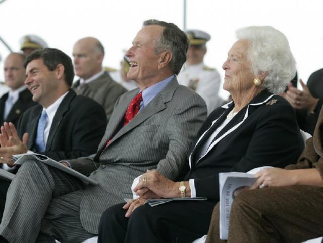 Джордж Буш старший и его супруга Барбара Буш