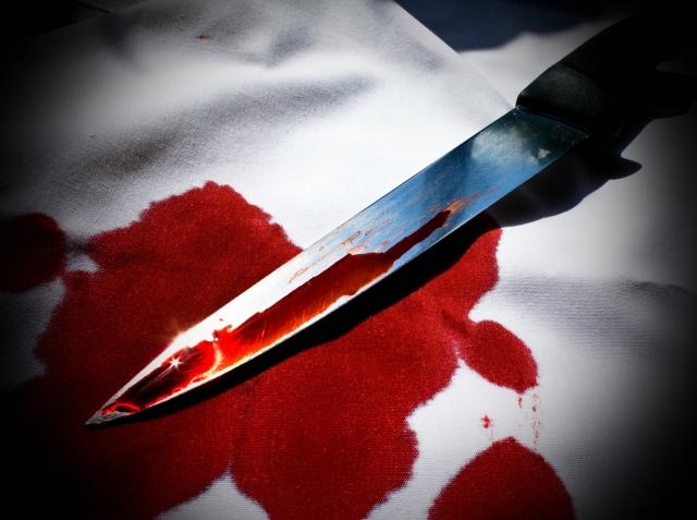 Продавец тюменского рынка тяжело ранила ножом покупателя