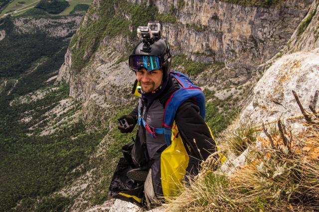 Семен Лазарев, 36 лет, Россия. Инструктор школы бейсджампинга, совершил больше 1000 бейс-прыжков и больше 1500 скайдайв (прыжков с самолета)