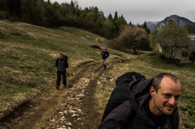 Андрей Маренич, Николай Васильев и Семен Лазарев по дороге к основному экзиту в Монте-Бренто. Бейсджампинг — это не только прыжки, но и постоянные поездки в самые живописные уголки планеты: от каньонов Северной Америки до норвежских фьордов и французских Альп