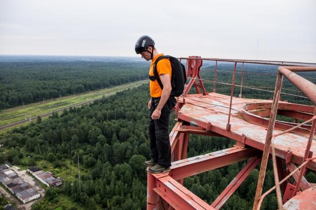 Николай Васильев, 36 лет, начинающий бейсер, фрилансер, совершил около 50 прыжков с фиксированных объектов и больше 300 с самолета