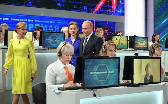 Владимир Путин перед началом «Прямой линии»