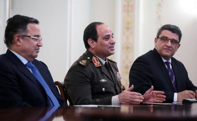 Абдель Фаттах Ас-Сиси (в центре)