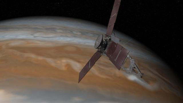 Зонд Juno зарегистрировал на Юпитере большое число грозовых разрядов