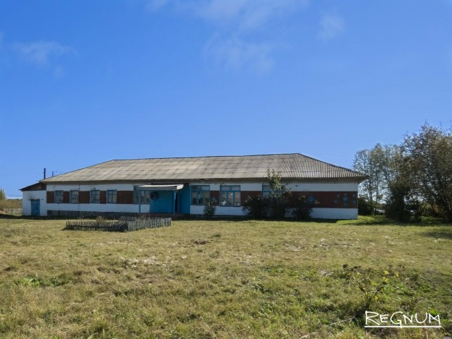 Здание закрытой школы в Шатоболе