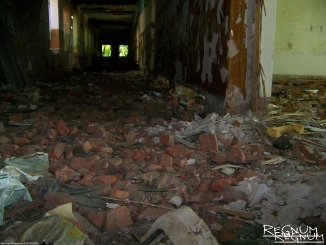 Развалины школы в Лаврентьевке (Алтайский край)
