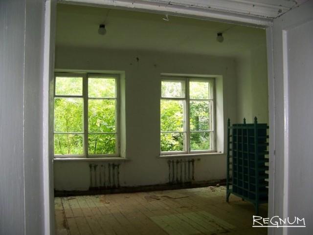 Бывший школьный класс в здании Лаврентьевской средней школы