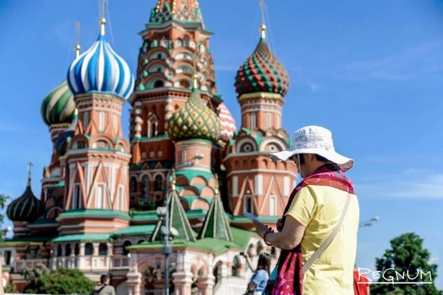 Туристка на Красной площади