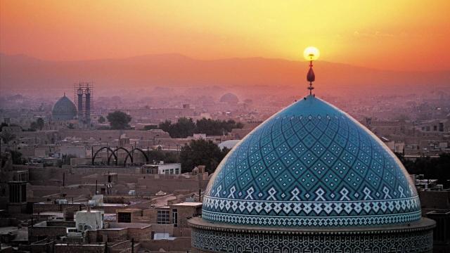 Под давлением Иран укрепляет свои внешние и внутренние позиции