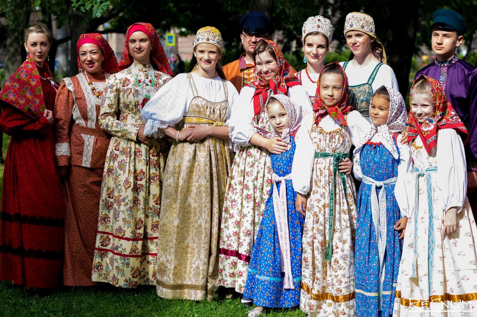алкоголя фотографии на темы русско народных костюмов решение для городских