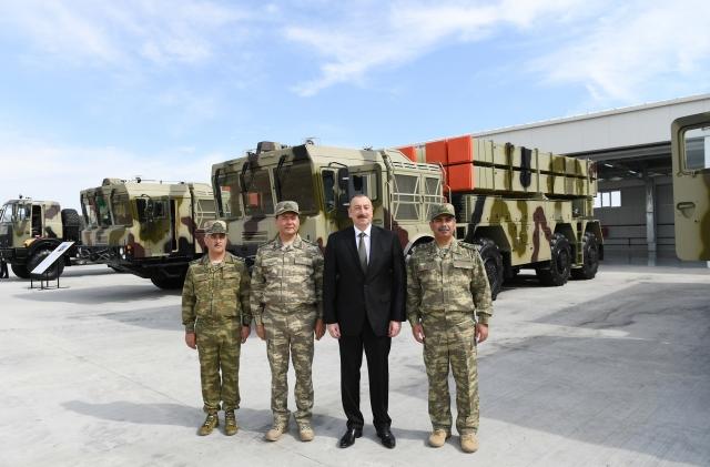 Ильхам Алиев на фоне РСЗО «Полонез»