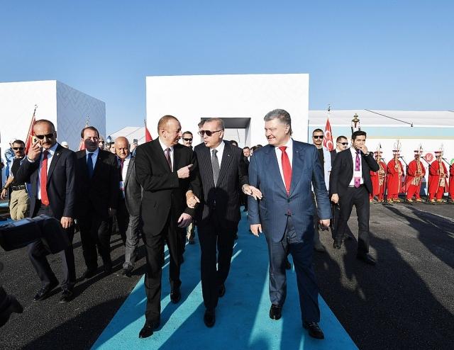 Президенты Азербайджана, Турции и Украины на церемонии открытия проекта TANAP в турецком Эскишехире