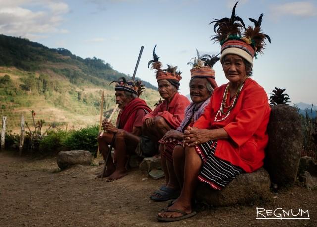 Ифугао в традиционных костюмах