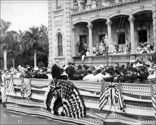 Торжественная церемония вступления в должность губернатора территории Гавайи Сэнфорда Доула. 1898