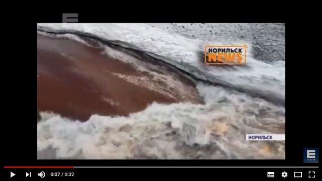 Река в Норильске вновь стала «кровавой»